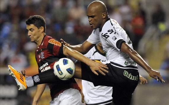 Thiago Neves e Edson Silva - Flamengo X Figueirense (Alexandre Loureiro/VIPCOMM)