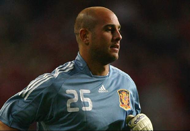 Reina defends striker-less Spain formation