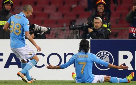 Gokhan Inler & Edinson Cavani - Napoli-Manchester City (Getty Images)