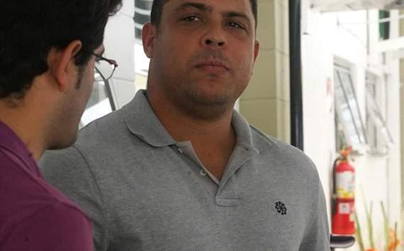 """الظاهرة البرازيلي رونالدو يتوقع """"كلاسيكو"""" في النهائي"""