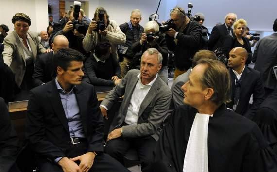 Wim Jonk and Johan Cruyff in court
