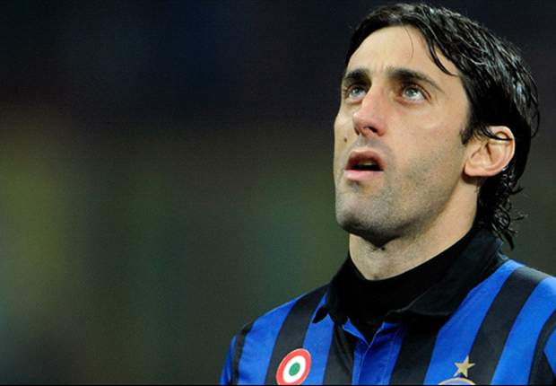 Inter's Diego Milito handed the 2011 Bidone d'Oro ahead of Juventus' Amauri and Milos Krasic