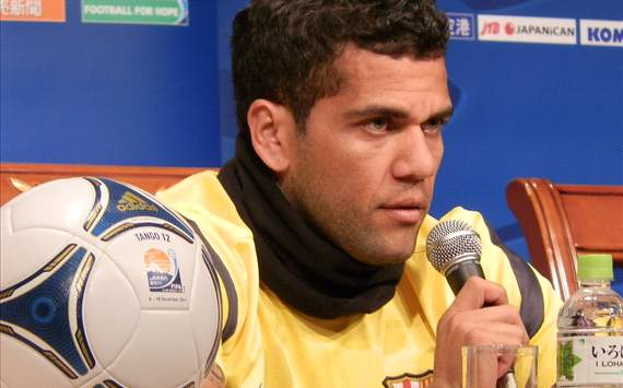 Daniel Alves quer uma deciso do Bara sobre o seu futuro