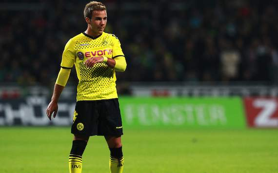 Mario Gotze extends Dortmund contract until 2016