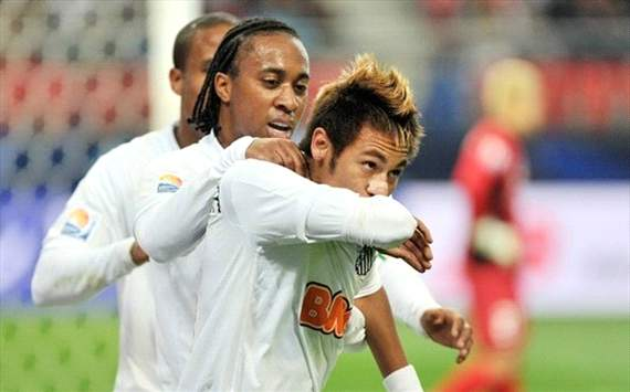 Neymar e Arouca  - Santos x Kashiwa (Kazuhiro Nogi/FIFA.com)