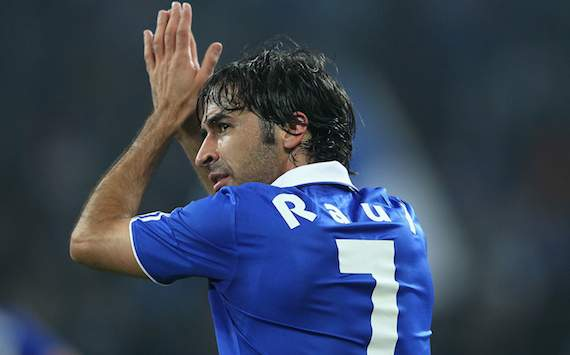 Raul 'has the merits' to be part of the Spain squad for Euro 2012, admits Del Bosque