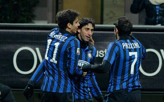 Ricardo Alvarez, Diego Milito, Giampaolo Pazzini - Inter-Lecce (Getty Images)