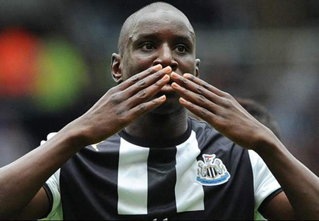 Newcastle United striker Demba Ba distances himself from Manchester United reports