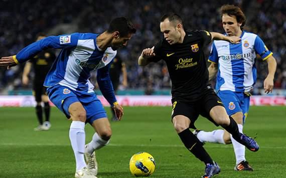 Liga BBVA: Espanyol-Barcelona: Andres Iniesta (C), Raul Navarro (L) and Joan Fernandez