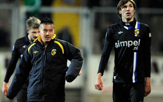 Schalke v Vitesse;Michihiro Yasuda and Mike Havenaar