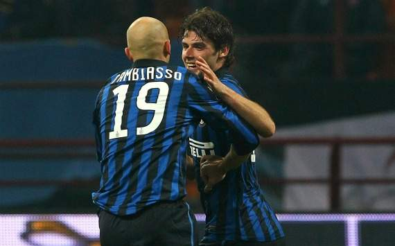 Cambiasso e Poli festeggiano un goal durante Inter-Genoa (Coppa Italia)