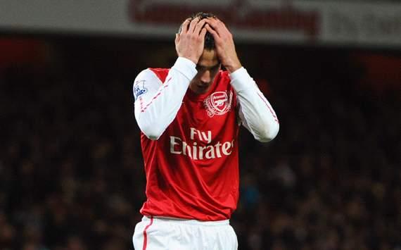 Van Persie doubtful for England clash
