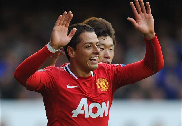 Manchester United's Javier Hernandez delighted at Ryan Giggs contract extension