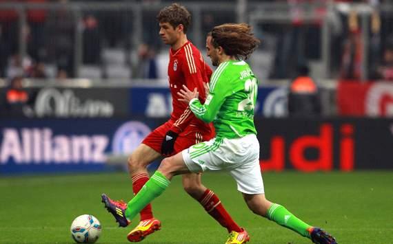 FC Bayern München vs. VfL Wolfsburg, Thomas Müller & Petr Jiracek