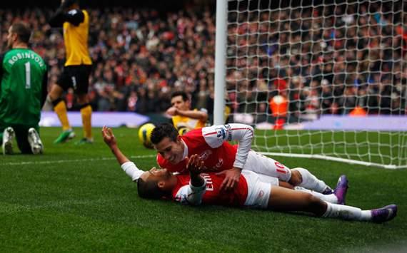 EPL, Arsenal v Blackburn Rovers,Theo Walcott; Robin van Persie