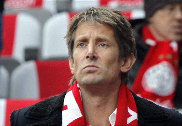Van der Sar backs Manchester United to win Premier League title