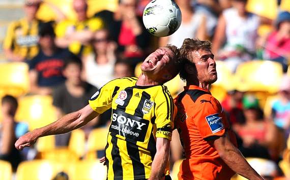 A-League - Alex Smith - Erik Paartalu - Wellington Phoenix - Brisbane Roar