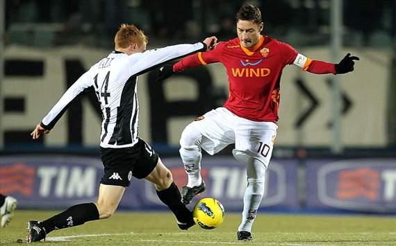 Alessandro Gazzi (S), Francesco Totti (R) - Siena-Roma - Serie A (Getty Images)