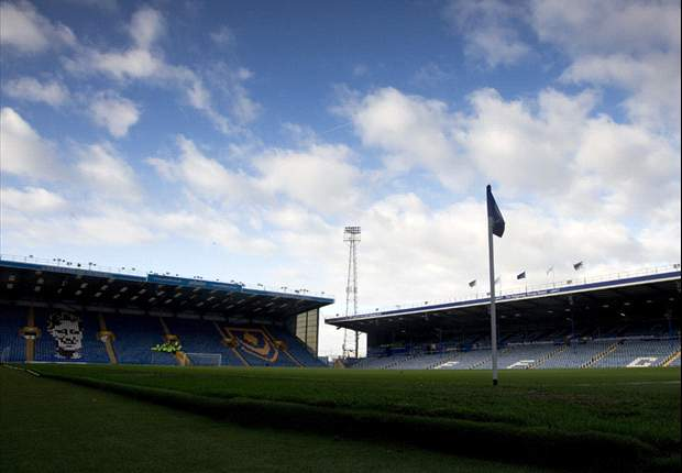 Kitson departs Portsmouth as debt-ridden club near deadline