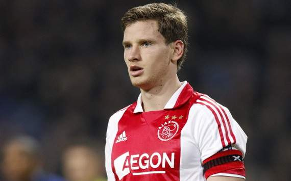 Negotiations over Vertonghen's transfer to Tottenham continue with agent due to meet Ajax