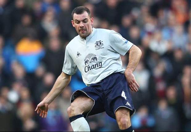 Everton facing up to five weeks without Darron Gibson after thigh injury