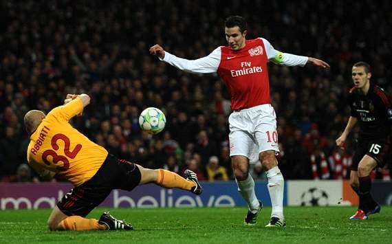UEFA Champions League : Christian Abbiati - Robin van Persie,  Arsenal FC v AC Milan