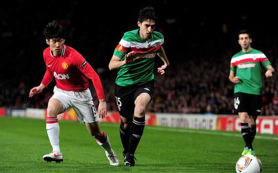 UEFA Europa League - Manchester United v Athletic Bilbao, Andoni Iraola and Ji-Sung Park