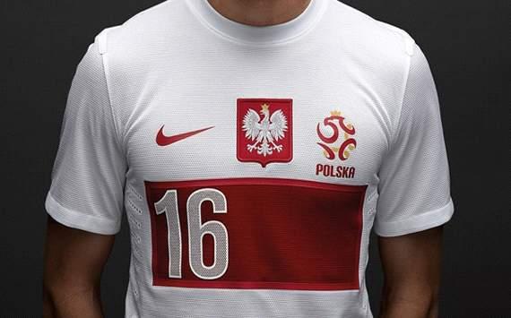 بالصور | الأطقم الأفضل والأسوأ لمنتخبات يورو 2012