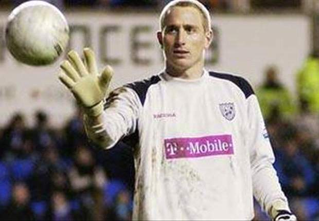 Sheffield Wednesday goalkeeper Chris Kirkland attacked by fan in clash with Leeds