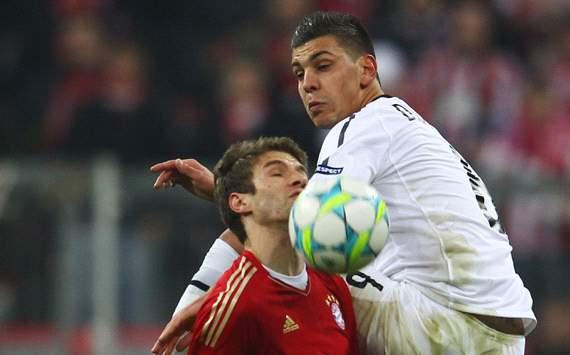 FC Bayern München v FC Basel 1893, Thomas Müller & Aleksandar Dragovic