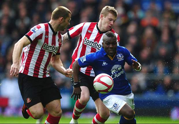 Drenthe dropped from Everton squad for loss to Liverpool over disciplinary matter