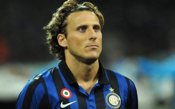 Agent dismisses rumours of Inters Diego Forlan to moving AC Milan