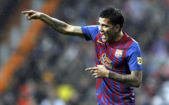 Dani Alves: Referee showed character in awarding penalty for Nesta's tangle with Busquets and Puyol