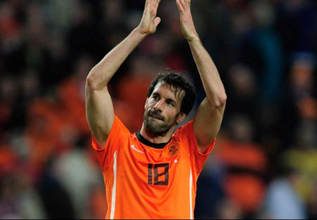 Former Manchester United striker Ruud van Nistelrooy announces retirement