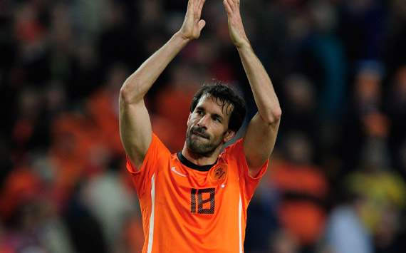 Van Marwijk rules out Oranje place for Van Nistelrooy at Euro 2012