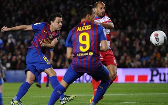 ميسي ينقذ برشلونة من التعادل أمام غرناطة ويحطم رقم سيزار