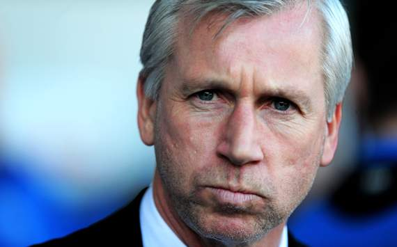 Pardew calls for 'unsavoury' Van Persie elbow on Cabaye to be looked at