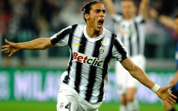 Juventus sign Caceres on permanent deal