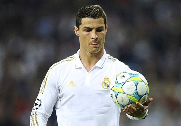 Cristiano Ronaldo denies autograph to 10-year-old girl wearing Barcelona shirt
