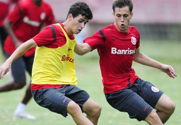 Internacional keep Oscar in squad for Copa Libertadores