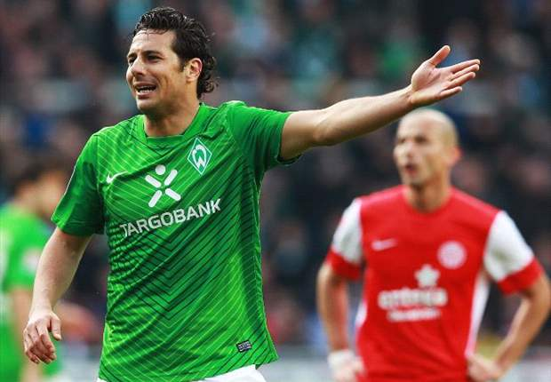 Monchengladbach reportedly looking to sign Claudio Pizarro