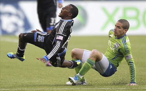 Osvaldo Alonso, Seattle Sounders FC; Marvin Chavez, San Jose Earthquakes; MLS
