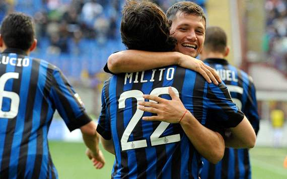 Inter celebrating