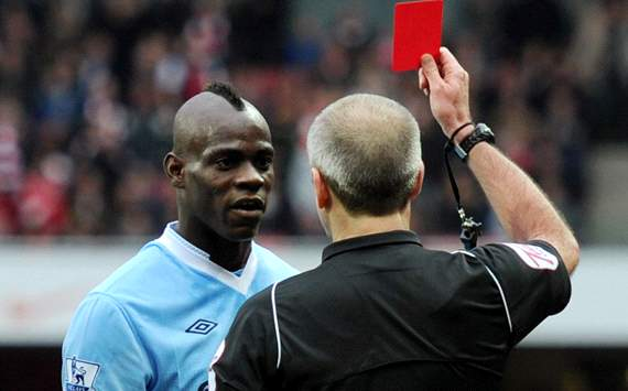 Balotelli bertahan di Man City