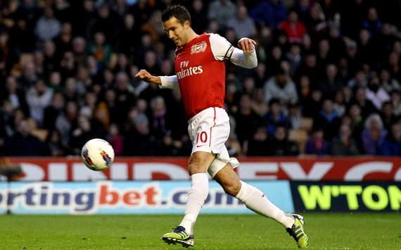 Van Persie contract talks to start soon, says Arsenal boss Wenger