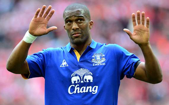 Distin wants Premier League stay with Everton