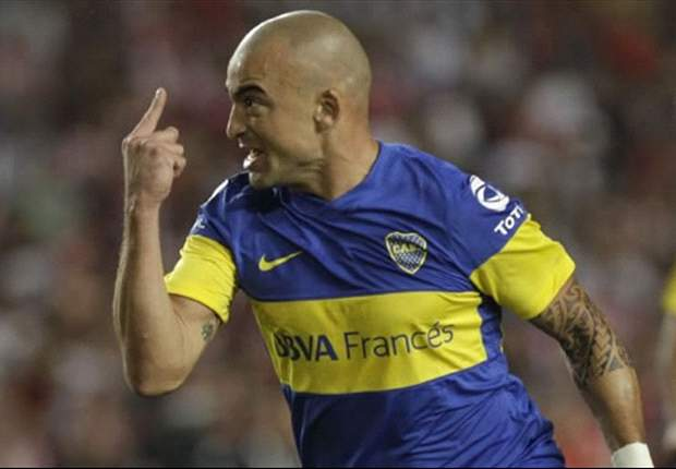 Santiago Silva leads Boca players in fistfight with Tigre fans