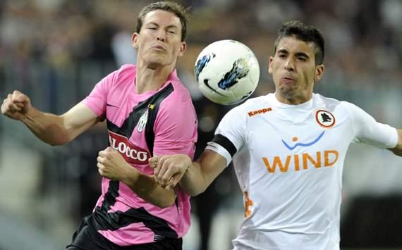 Lichtsteiner & Jose Angel - Juventus-Roma - Serie A