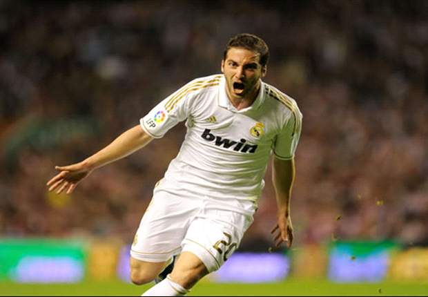 Higuain in talks over Juventus move  - report