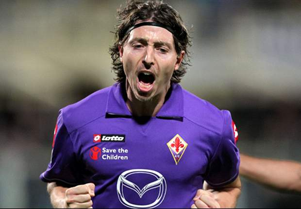 AC Milan coach Allegri confirms signing of Montolivo for 2012-13 season